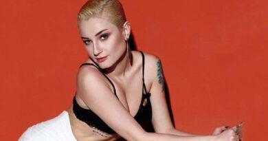 Şarkıcı Güliz Ayla, mayosuyla direk dans yaparken poz verdi